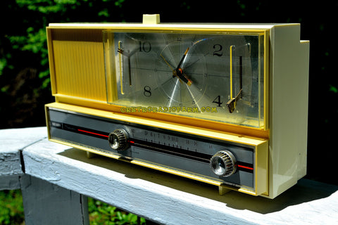 PASTEL YELLOW Mid Century Retro 1964 Silvertone Model 4044 AM Clock Radio Totally Restored!