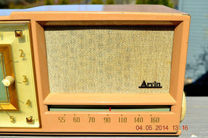 SOLD! - Sept 14, 2014 - BEAUTIFUL SANDY TAN Retro Space Age 1956 Arvin Tube AM Clock Radio WORKS! , Vintage Radio - Arvin, Retro Radio Farm  - 5