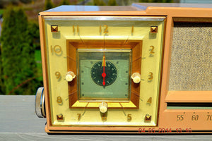 SOLD! - Sept 14, 2014 - BEAUTIFUL SANDY TAN Retro Space Age 1956 Arvin Tube AM Clock Radio WORKS! , Vintage Radio - Arvin, Retro Radio Farm  - 4