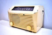 Load image into Gallery viewer, Beige Bakelite 1949 RCA Victor Model 9-X-642 Vacuum Tube AM Radio Sounds Incredible!