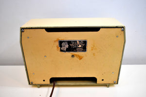 Beige Bakelite 1949 RCA Victor Model 9-X-642 Vacuum Tube AM Radio Sounds Incredible!