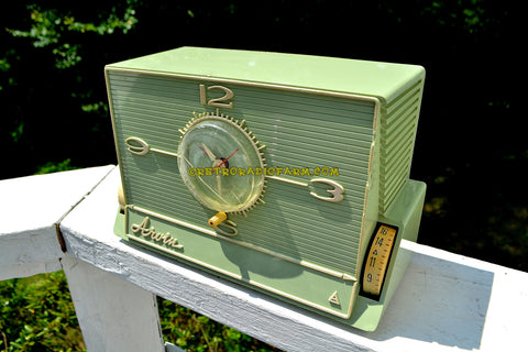 SOLD! - Aug 29, 2017 - GREEN OLIVE Mid Century Retro Jetsons 1959 Arvin 5591 Tube AM Clock Radio Unique Style!