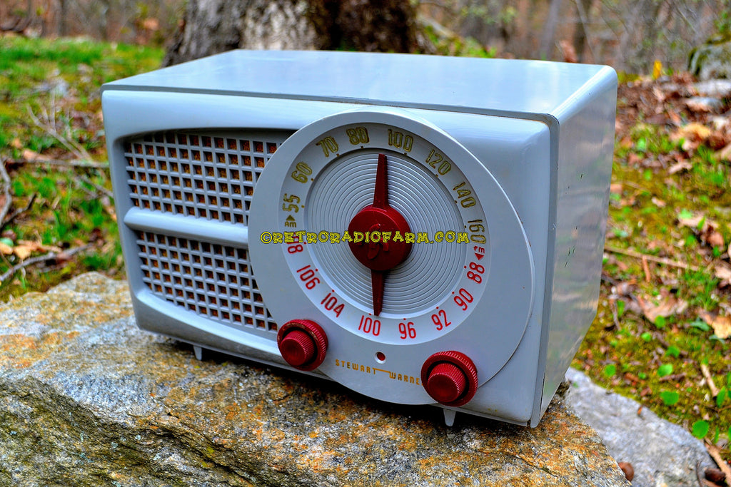 SOLD! - Aug 6. 2017 - AM FM GREY AND MAROON Mid Century Retro Vintage 1953 Stewart Warner Model 9166 Tube Radio Rare Functional and Sounds Dreamy!