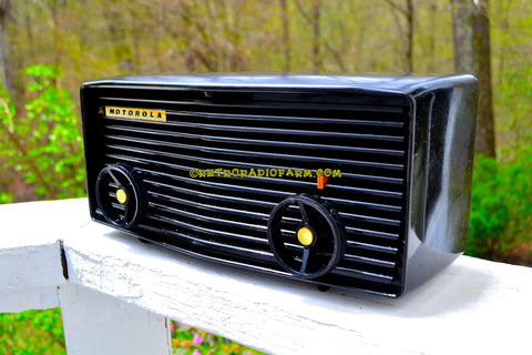 BLUETOOTH MP3 READY - Panther Black Retro Jetsons 1959 Motorola Model 57R Tube AM Clock Radio Totally Restored!