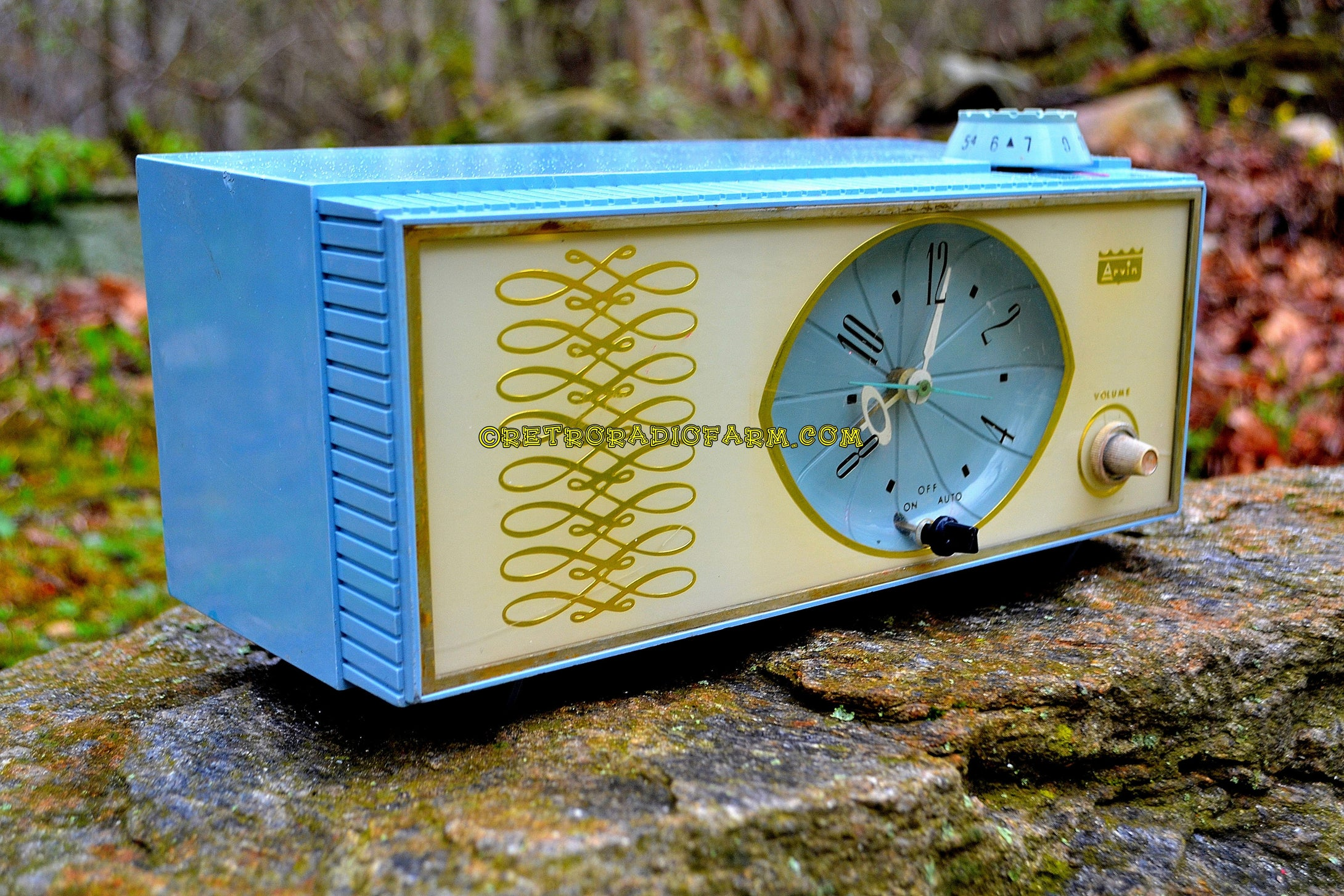 SOLD! - July 8, 2018 - WEDGEWOOD BLUE Retro Mid Century Vintage 1965 Arvin Model 53R05 AM Tube Clock Radio Works Great Looks Great!