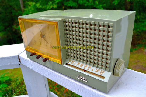 Sage Green Mid Century Retro Vintage 1956 Arvin Model 957T AM Tube Clock Radio Works Great!