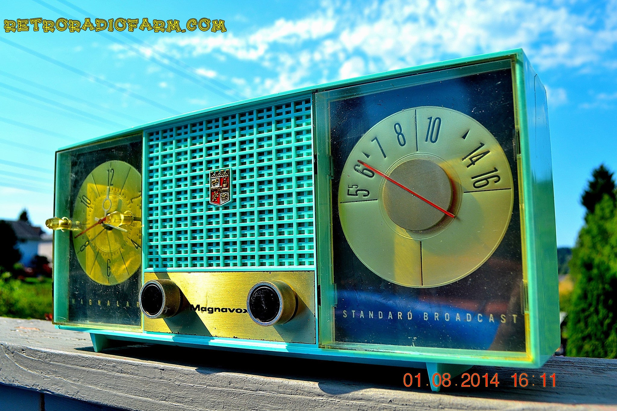 SOLD! - Sept. 29, 2014 - STUNNING AQUA BLUE Retro Jetsons 1957 Magnavox C5 Tube AM Clock Radio WORKS! , Vintage Radio - Magnavox, Retro Radio Farm  - 1