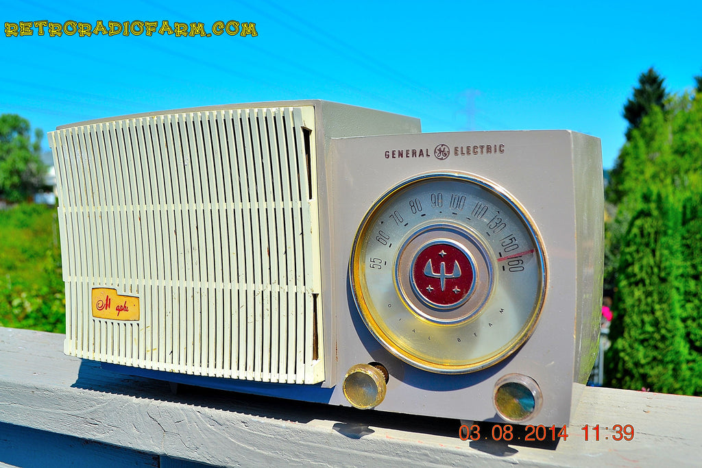 BLUETOOTH MP3 READY - SAHARA TAUPE Retro Vintage 1954 General Electric 477 AM Tube Radio Totally Restored! , Vintage Radio - General Electric, Retro Radio Farm  - 1