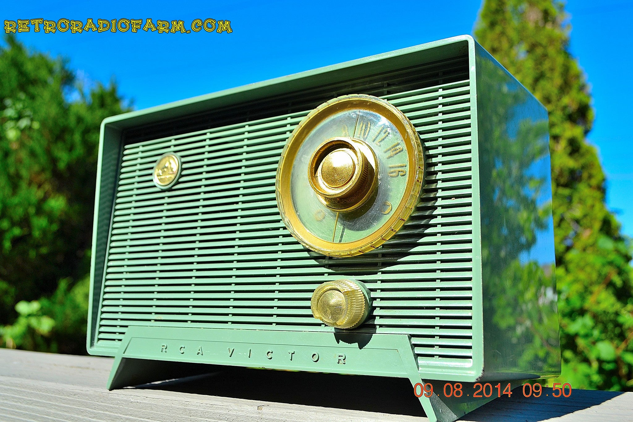 SOLD! - Oct 11, 2014 - OLIVE DRAB Retro Jetsons Vintage 1956 RCA Victor 6-X-5 Tube AM Radio WORKS! - [product_type} - RCA Victor - Retro Radio Farm