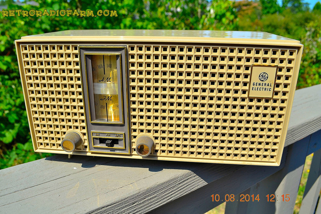 SOLD! - Nov 23, 2014 - AM/FM HIPSTER GREY Retro Vintage 1960's General Electric T-230C Model AM/FM Tube Radio WORKS! , Vintage Radio - General Electric, Retro Radio Farm  - 1