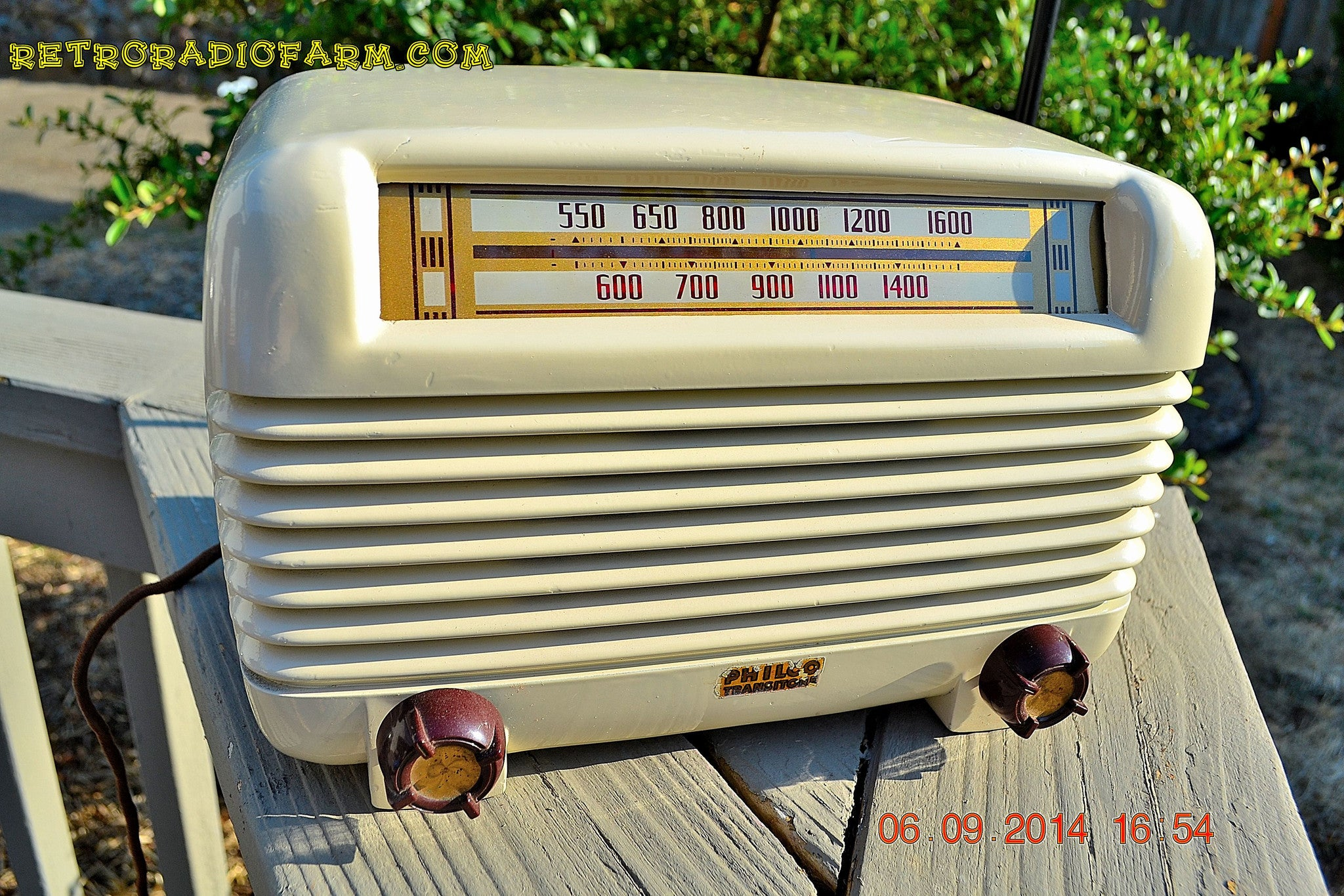 SOLD! - Oct  2, 2014 - ART DECO Ivory 1947 Philco Model PT-4 Bakelite Tube AM Radio WORKS! , Vintage Radio - Philco, Retro Radio Farm  - 1