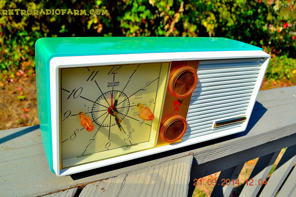 SOLD! - Dec 9, 2014 - SEAFOAM Green Turquoise Retro Jetsons Vintage 1956 Truetone DC-2083 AM Tube Clock Radio WORKS! , Vintage Radio - Truetone, Retro Radio Farm  - 1