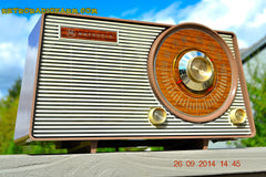 SOLD! - Oct. 22, 2014 - FAUX WOOD GRAIN DIAL! Retro Jetsons Vintage 1963 Motorola T25BN AM Tube Radio WORKS! , Vintage Radio - Motorola, Retro Radio Farm  - 6