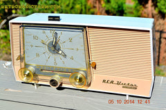 SOLD! - Dec 14, 2014 - TAN and White Retro Jetsons Vintage 1957 RCA 1-X-5KE AM Tube Clock Radio WORKS! , Vintage Radio - RCA Victor, Retro Radio Farm  - 3