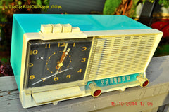 SOLD! - Dec 4, 2014 - AQUA and White Retro Jetsons Vintage 1958 General Electric C-451B AM Tube Clock Radio WORKS! , Vintage Radio - General Electric, Retro Radio Farm  - 4
