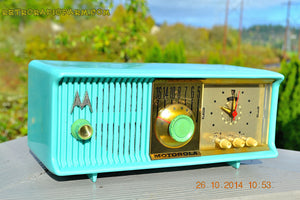 SOLD! - Nov 28, 2014 - VIVID Turquoise Retro Jetsons 1957 Motorola 57CC Tube AM Clock Radio WORKS! , Vintage Radio - Motorola, Retro Radio Farm  - 6