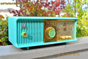SOLD! - Nov 28, 2014 - VIVID Turquoise Retro Jetsons 1957 Motorola 57CC Tube AM Clock Radio WORKS! , Vintage Radio - Motorola, Retro Radio Farm  - 4