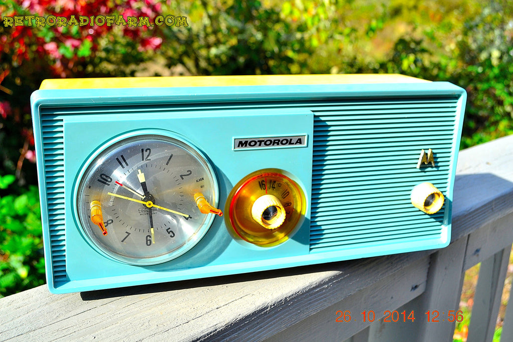 SOLD! - Dec 9, 2014 - BABY BLUE Retro Jetsons 1957 Motorola 5C14CW Tube AM Clock Radio WORKS! , Vintage Radio - Motorola, Retro Radio Farm  - 1