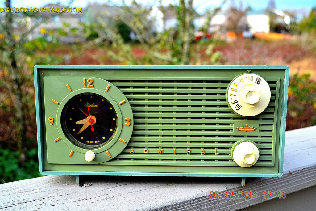 SOLD! - Dec 30, 2014 - PEA GREEN FANTASY Vintage 1955 Admiral 4E3A AM Tube Clock Radio Works! , Vintage Radio - Admiral, Retro Radio Farm  - 1