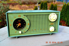 SOLD! - Dec 30, 2014 - PEA GREEN FANTASY Vintage 1955 Admiral 4E3A AM Tube Clock Radio Works! , Vintage Radio - Admiral, Retro Radio Farm  - 6