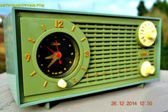 SOLD! - Dec 30, 2014 - PEA GREEN FANTASY Vintage 1955 Admiral 4E3A AM Tube Clock Radio Works! , Vintage Radio - Admiral, Retro Radio Farm  - 5