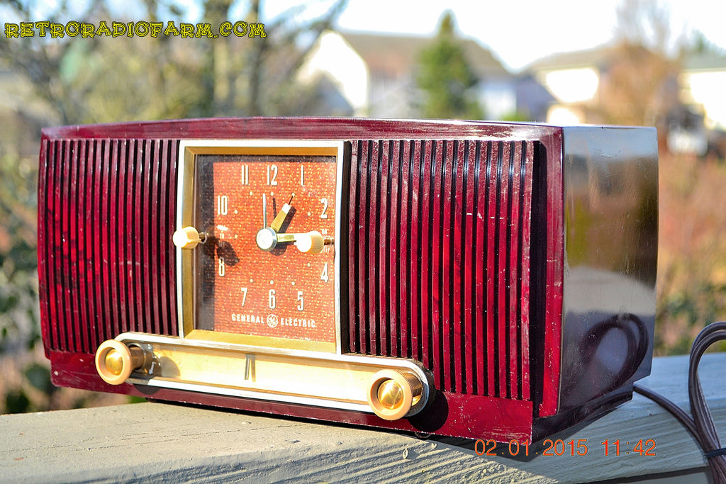 SOLD! - Jan 19, 2015 - SVELTE Burgundy General Electric Model 543 Retro AM Clock Radio Works! , Vintage Radio - General Electric, Retro Radio Farm  - 1