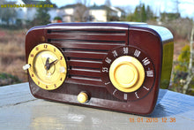 Load image into Gallery viewer, SOLD! - Aug 12, 2015 - GOLDEN AGE 1949 Jewel Model 910 AM/ Brown Swirly Marbled Bakelite Tube Radio Totally Restored! - [product_type} - Jewel - Retro Radio Farm
