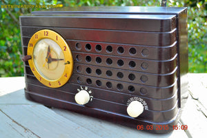 SOLD! - Aug 7, 2015 - POST WAR INDUSTRIAL Art deco Telechron Model 8H59 AM Brown Swirly Marbled Bakelite Tube Clock Radio Works! - [product_type} - Telechron - Retro Radio Farm