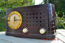 Load image into Gallery viewer, SOLD! - Aug 7, 2015 - POST WAR INDUSTRIAL Art deco Telechron Model 8H59 AM Brown Swirly Marbled Bakelite Tube Clock Radio Works! - [product_type} - Telechron - Retro Radio Farm