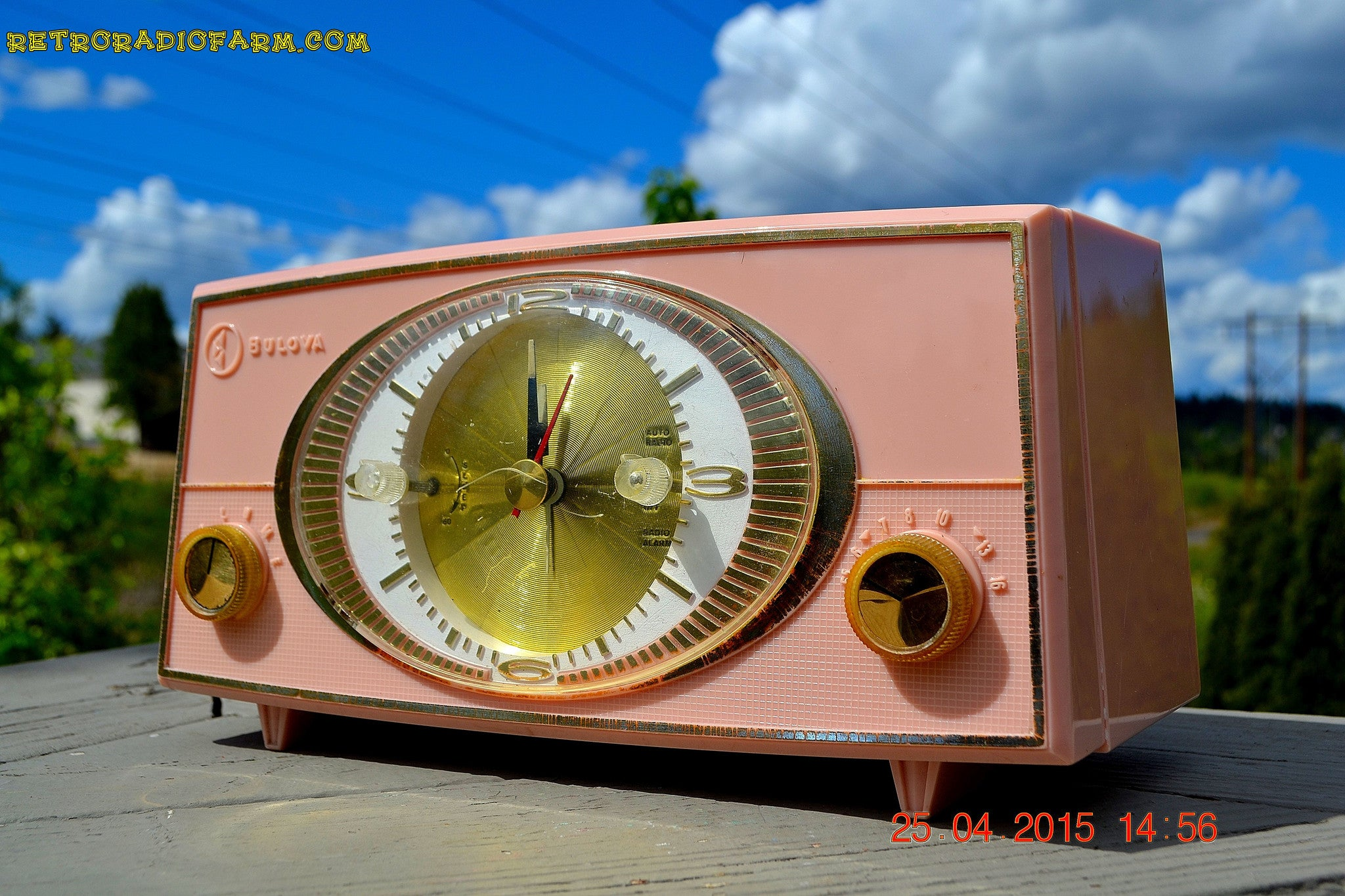 SOLD! - Sept 9, 2015 - PINK CYCLOPIC Vintage Mid Century Retro Jetsons 1957 Bulova Model 140 Tube AM Clock Radio WORKS! , Vintage Radio - Bulova, Retro Radio Farm  - 1