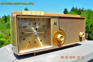 SOLD! - Oct 1, 2015 - VERY BRADY BROWN Retro Jetsons 1962 Motorola 5C16NW Tube AM Clock Radio Works! , Vintage Radio - Motorola, Retro Radio Farm  - 5