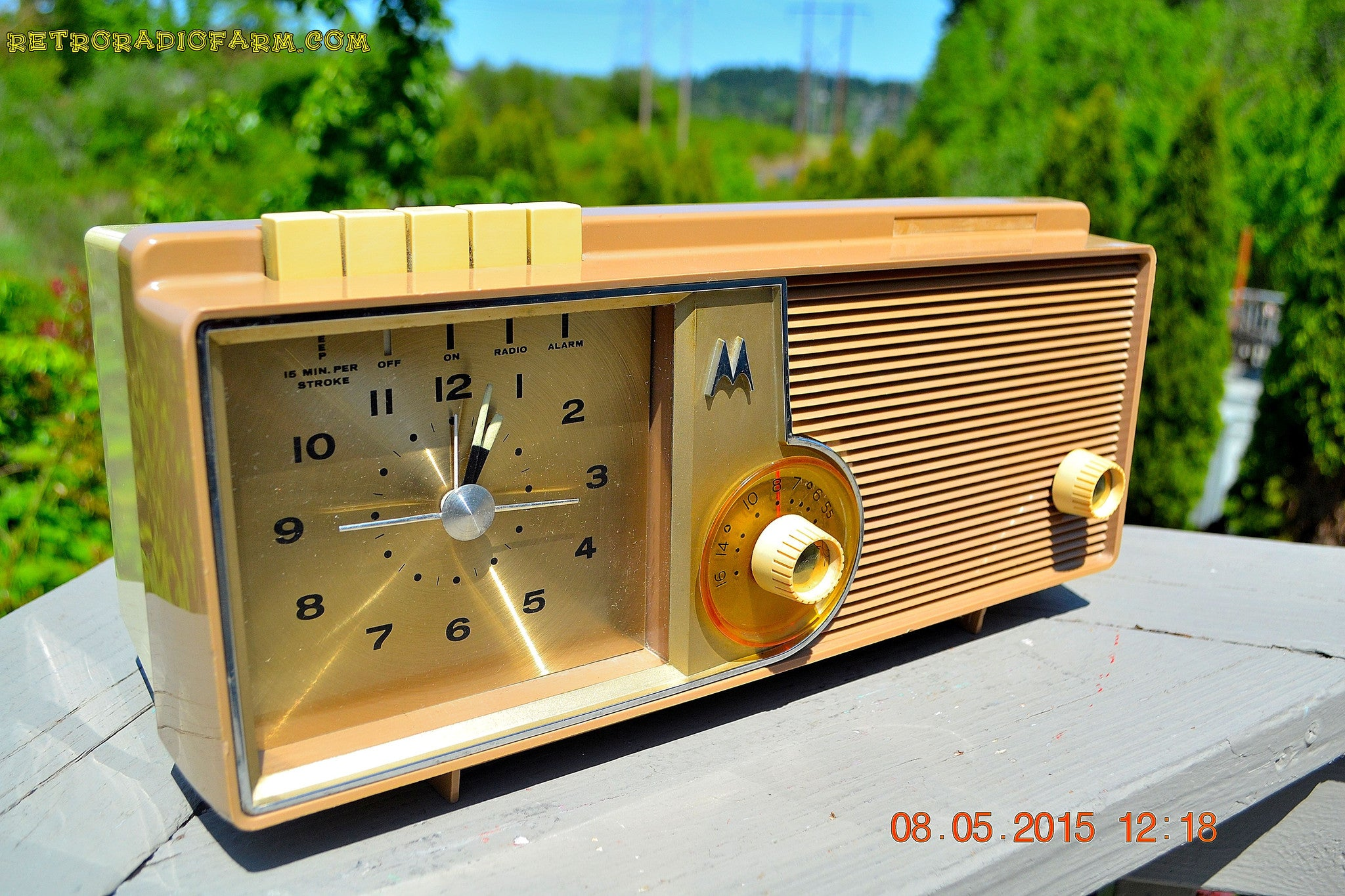 SOLD! - Oct 1, 2015 - VERY BRADY BROWN Retro Jetsons 1962 Motorola 5C16NW Tube AM Clock Radio Works! , Vintage Radio - Motorola, Retro Radio Farm  - 1