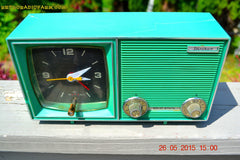 SOLD! - Dec 11, 2015 - KELLY GREEN Retro Jetsons Vintage 1960s or 1970s Soundwave AM Solid State Clock Radio Alarm WORKS! , Vintage Radio - Soundwave, Retro Radio Farm  - 8