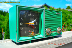SOLD! - Dec 11, 2015 - KELLY GREEN Retro Jetsons Vintage 1960s or 1970s Soundwave AM Solid State Clock Radio Alarm WORKS! , Vintage Radio - Soundwave, Retro Radio Farm  - 2