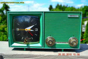 SOLD! - Dec 11, 2015 - KELLY GREEN Retro Jetsons Vintage 1960s or 1970s Soundwave AM Solid State Clock Radio Alarm WORKS! - [product_type} - Soundwave - Retro Radio Farm