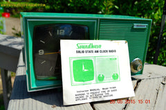 SOLD! - Dec 11, 2015 - KELLY GREEN Retro Jetsons Vintage 1960s or 1970s Soundwave AM Solid State Clock Radio Alarm WORKS! , Vintage Radio - Soundwave, Retro Radio Farm  - 1