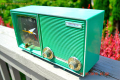 SOLD! - Dec 11, 2015 - KELLY GREEN Retro Jetsons Vintage 1960s or 1970s Soundwave AM Solid State Clock Radio Alarm WORKS! , Vintage Radio - Soundwave, Retro Radio Farm  - 6