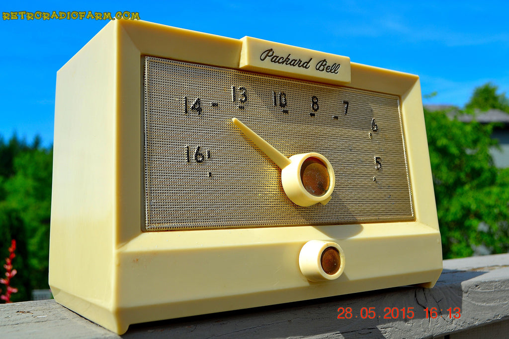 SOLD! - Sept 17, 2015 - IVORY WHITE Retro Jetsons Vintage 1956 Packard Bell 5R1 AM Tube Radio Works! , Vintage Radio - Packard-Bell, Retro Radio Farm  - 1