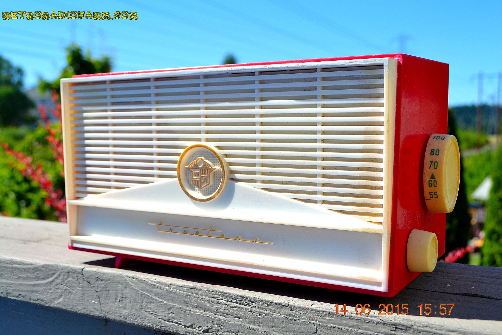 SOLD! - Dec 8, 2016 - BLUETOOTH MP3 READY - Red and White Mid Century Retro Jetsons 1957 Truetone Model DC2854 Tube AM Radio Works! - [product_type} - Truetone - Retro Radio Farm