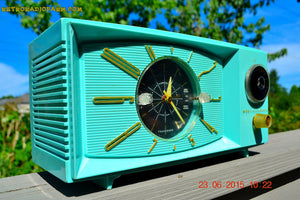 SOLD! - Nov 24, 2015 - BLUETOOTH MP3 READY - Aquamarine Retro Jetsons 1959 Westinghouse Model H671T5 Tube AM Clock Radio Totally Restored! , Vintage Radio - Westinghouse, Retro Radio Farm  - 4
