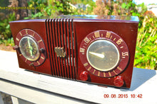 Load image into Gallery viewer, SOLD! - Sept 17, 2015 - STUDIOUS LOOKING Brown Swirly Mid Century Retro 1950 Motorola Model 5C6 Tube AM Clock Radio Works Great!! , Vintage Radio - Motorola, Retro Radio Farm  - 6