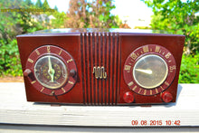 Load image into Gallery viewer, SOLD! - Sept 17, 2015 - STUDIOUS LOOKING Brown Swirly Mid Century Retro 1950 Motorola Model 5C6 Tube AM Clock Radio Works Great!! , Vintage Radio - Motorola, Retro Radio Farm  - 7