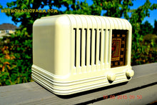 Load image into Gallery viewer, SOLD! - Nov 24, 2015 - BEAUTIFUL Art Deco Golden Age 1940 Westinghouse WR-176 Bakelite AM Tube Radio Works! - [product_type} - Westinghouse - Retro Radio Farm