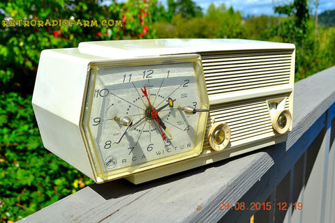 SOLD! - Dec 25, 2015 PAPER WHITE Mid Century Retro Jetsons Vintage 1957 RCA Victor Model 8-C-6E AM Tube Radio Works!