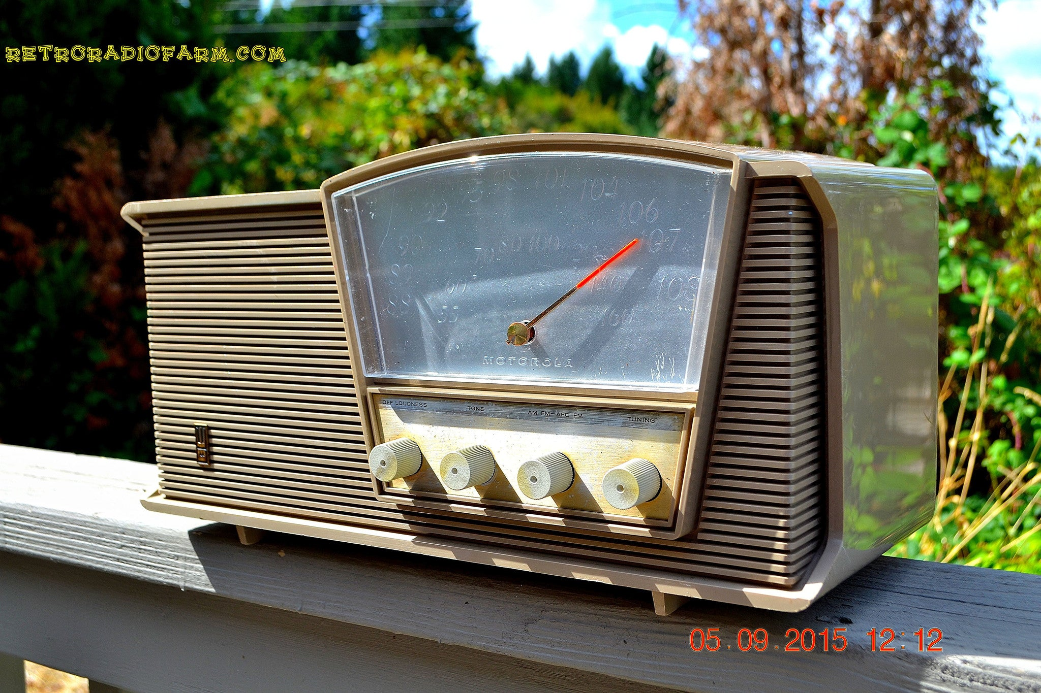 SOLD! - Sept 10, 2015 - LOFT GRAY Mid Century Retro Vintage 1964 Motorola Model B6N AM/FM Tube Radio Works Great! , Vintage Radio - Motorola, Retro Radio Farm  - 1