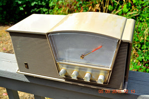 SOLD! - Sept 10, 2015 - LOFT GRAY Mid Century Retro Vintage 1964 Motorola Model B6N AM/FM Tube Radio Works Great! , Vintage Radio - Motorola, Retro Radio Farm  - 5