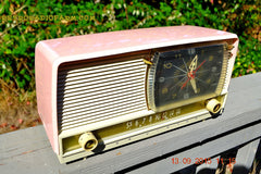 BEAUTIFUL Powder Pink And White Retro Jetsons 1958 RCA Victor 9-C-71 Tube AM Clock Radio WORKS! , Vintage Radio - Vintage Radio, Retro Radio Farm  - 6