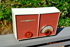 WACKY LOOKING Coral And White  Retro Jetsons Vintage 1957 Philco H836-124 AM Tube Radio Works! , Vintage Radio - Philco, Retro Radio Farm  - 7
