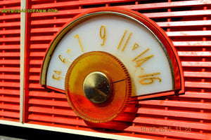 WACKY LOOKING Coral And White  Retro Jetsons Vintage 1957 Philco H836-124 AM Tube Radio Works! , Vintage Radio - Philco, Retro Radio Farm  - 11