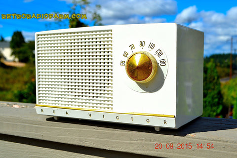 SOLD! - Dec 22, 2015 - BLUETOOTH MP3 READY - SNOW WHITE Retro Jetsons 1954 RCA Victor Model 3-X-536 Tube AM Radio Works!
